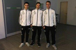 Präsentieren stolz die Trainingsanzüge: (v.l.n.r) Mohamed Labiadh, Stefan Winkel und Michael Meyer. Foto: Hamburg Panthers