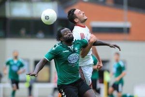 Eric Agyemang (li.) gab dem Referee Roedig eine Mitschuld am Spielverlauf. Foto: noveski.com