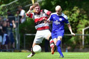 Einer von vielen Zweikämpfen: Ricardo Balzis (li.) gegen BSV-Kicker Florent Aziri. Foto: KBS-Picture
